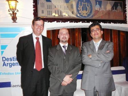 Gerónimo Gando (Director Regional INDEG School of Management), Juan Pablo Del Alcázar Ponce (Gerente General Formación Gerencial) y Edison Proaño (Vicerector American Junior College)